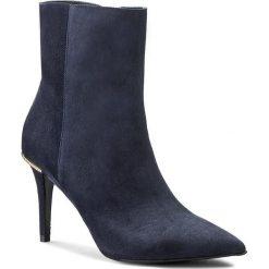 Botki GINO ROSSI - Savona DBG502-L11-4900-5700-0 Niebieski 59. Niebieskie buty zimowe damskie Gino Rossi, ze skóry, na obcasie. W wyprzedaży za 309,00 zł.