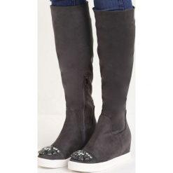 Ciemnoszare Kozaki Diamond Eyes. Czarne buty zimowe damskie marki Kazar, z futra, przed kolano, na wysokim obcasie, na koturnie. Za 74,99 zł.