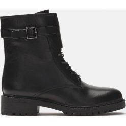 Czarne kozaki krótkie. Czarne buty zimowe damskie marki Kazar, ze skóry, na wysokim obcasie. Za 649,00 zł.