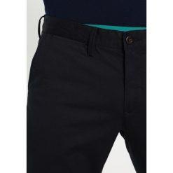 Chinosy męskie: GANT Spodnie materiałowe black