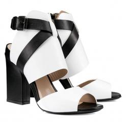 Skórzane sandały w kolorze biało-czarnym. Białe sandały damskie BOHOBOCO, ze skóry, na obcasie. W wyprzedaży za 1049,95 zł.