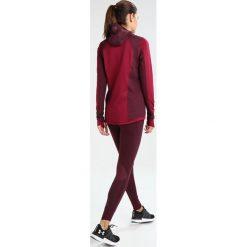 Under Armour REACTOR RUN BALACLAVA Koszulka sportowa black currant. Czerwone bluzki sportowe damskie marki Under Armour, m, z elastanu. W wyprzedaży za 356,15 zł.