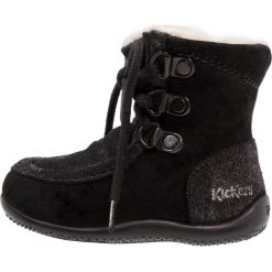 Kickers BAMARA Kozaki sznurowane noir metallique. Niebieskie buty zimowe damskie marki Kickers, z kauczuku, na sznurówki. W wyprzedaży za 215,40 zł.