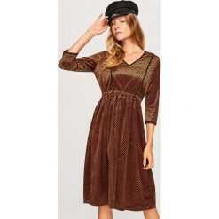 Sukienka w paski - Brązowy. Brązowe sukienki marki Reserved, l, w paski. Za 159,99 zł.