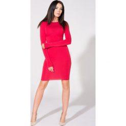 Sukienki: Czerwona Sukienka Dopasowana Dzianinowa z Dekoltem na Plecach