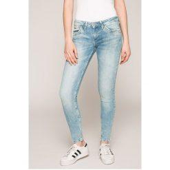 Pepe Jeans - Jeansy RIPPLE. Niebieskie jeansy damskie rurki Pepe Jeans, z bawełny, z obniżonym stanem. W wyprzedaży za 239,90 zł.