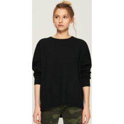 Sweter z kieszeniami - Czarny. Czarne swetry klasyczne damskie Sinsay, l. Za 59,99 zł.