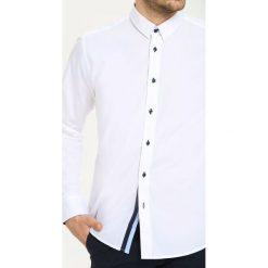 KOSZULA DŁUGI RĘKAW MĘSKA SLIM FIT. Szare koszule męskie slim marki Top Secret, m, z klasycznym kołnierzykiem, z długim rękawem. Za 69,99 zł.