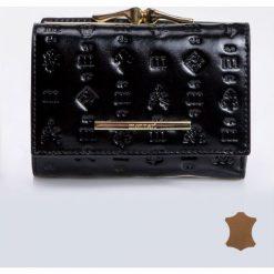 Portfele damskie: Mały portfel z wzorkami