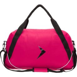 Torba sportowa damska TPD602 - ciemny róż - Outhorn. Czerwone torby podróżne Outhorn, w paski, z materiału. W wyprzedaży za 34,99 zł.