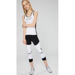 Guess Jeans - Top. Szare topy sportowe damskie marki Guess Jeans, l, z aplikacjami, z dzianiny, z okrągłym kołnierzem. W wyprzedaży za 119,90 zł.