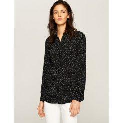 Wzorzysta koszula - Czarny. Czarne koszule męskie marki Reserved, l. W wyprzedaży za 19,99 zł.