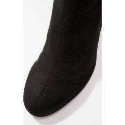 Topshop CARRIE Muszkieterki black. Czarne buty zimowe damskie marki Topshop, z materiału. Za 459,00 zł.