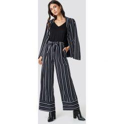 Spodnie damskie: NA-KD Classic Szerokie spodnie w paski - Navy