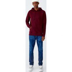 Bluza typu kangurka basic. Czerwone bejsbolówki męskie Pull&Bear, m. Za 79,90 zł.