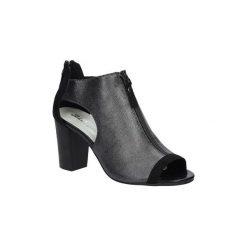 Rzymianki damskie: Sandały Jezzi  Czarne sandały zabudowane na słupku z ozdobnym suwakiem  SA37-10