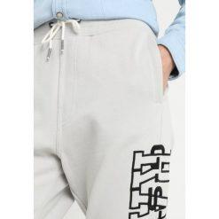 GStar RIE ART SW PANT WMN Spodnie treningowe grey marble1469. Szare bryczesy damskie G-Star, xxl, z bawełny. Za 369,00 zł.