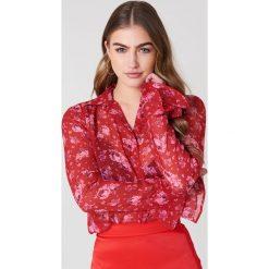 Bluzki asymetryczne: NA-KD Boho Szyfonowa bluzka z rękawami z falbaną - Red,Multicolor