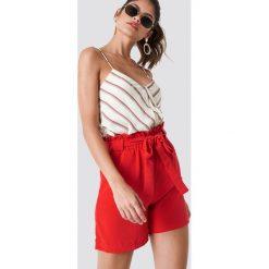 Szorty damskie: Trendyol Szorty z wysokim stanem i paskiem – Red