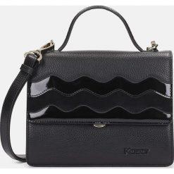 Czarna torebka damska. Czarne torebki klasyczne damskie marki Kazar, w paski, ze skóry, z tłoczeniem, z frędzlami. Za 749,00 zł.
