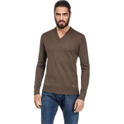 Swetry klasyczne męskie: Sweter w kolorze oliwkowym
