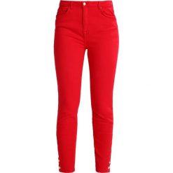 Cortefiel SLIM FIT TROUSERS WITH BUTTONS IN HEM Jeansy Slim Fit red. Czerwone rurki damskie Cortefiel. Za 249,00 zł.