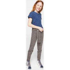 Mango Kids - Top dziecięcy Perla 122-164 cm. Szare bluzki dziewczęce marki Mango Kids, z bawełny, z okrągłym kołnierzem. W wyprzedaży za 39,90 zł.