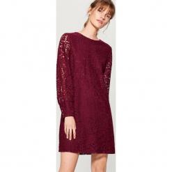 Koronkowa sukienka - Bordowy. Czerwone sukienki koronkowe Mohito, l. Za 129,99 zł.