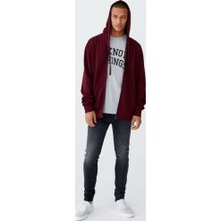 Ciemnoszare jeansy skinny fit. Szare jeansy męskie relaxed fit Pull&Bear. Za 109,00 zł.