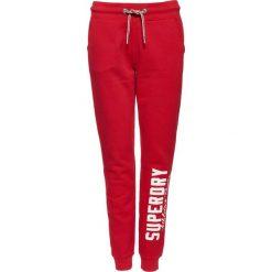 Spodnie dresowe damskie: Superdry JAMIE  Spodnie treningowe rouge rush