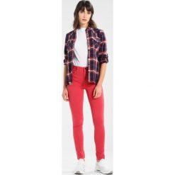 Rurki damskie: Benetton COLOUR POCKETS  Jeansy Slim Fit strawberry