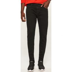 Jeansy slim fit - Czarny. Czarne jeansy męskie relaxed fit Reserved. Za 129,99 zł.