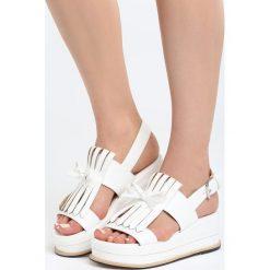 Białe Sandały Stormcloud. Białe sandały damskie Born2be, z materiału, na koturnie. Za 69,99 zł.