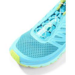 Salomon SENSE PRO MAX  Obuwie do biegania Szlak blue curacao/beach glass/acid lime. Szare buty do biegania damskie marki Salomon. W wyprzedaży za 519,20 zł.