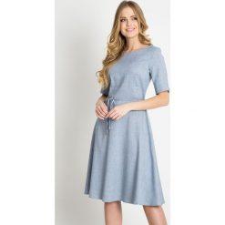 Niebieska rozkloszowana sukienka QUIOSQUE. Niebieskie sukienki mini marki QUIOSQUE, s, w paski, z tkaniny, z krótkim rękawem, rozkloszowane. W wyprzedaży za 99,99 zł.