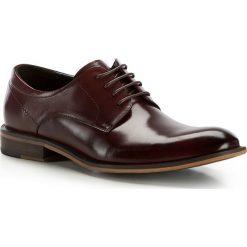 Buty męskie 86-M-923-2. Czerwone buty wizytowe męskie marki Wittchen, z syntetyku, z otwartym noskiem, na sznurówki. Za 259,00 zł.
