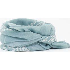 Chustka we wzór paisley. Niebieskie chusty damskie Pull&Bear, paisley. Za 24,90 zł.