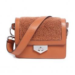 Torebka w kolorze pomarańczowym - (S)20 x (W)16,5 x (G)10,5 cm. Brązowe torebki klasyczne damskie Tosca Blu, w paski, z materiału. W wyprzedaży za 399,95 zł.