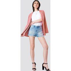 Kristin Sundberg for NA-KD Szorty jeansowe z wysokim stanem - Blue. Zielone szorty jeansowe damskie marki Emilie Briting x NA-KD, l. W wyprzedaży za 80,37 zł.