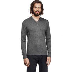 Swetry klasyczne męskie: Sweter w kolorze antracytowym