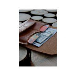 Traveler Wallet – minimalistyczny portfel skórzany, ręcznie szyty. Brązowe portfele męskie Woodsman craft, ze skóry. Za 199,00 zł.