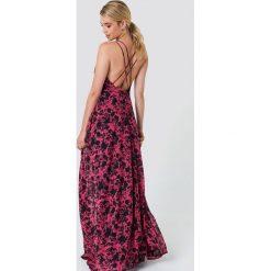 Trendyol Sukienka maxi z nadrukiem w kwiaty - Red,Multicolor. Czerwone długie sukienki Trendyol, w kwiaty, z poliesteru, z kopertowym dekoltem, kopertowe. Za 181,95 zł.