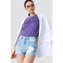 NA-KD Szorty jeansowe z wysokim stanem i rozdarciami - Blue. Niebieskie szorty jeansowe damskie NA-KD, z podwyższonym stanem. W wyprzedaży za 48,59 zł.