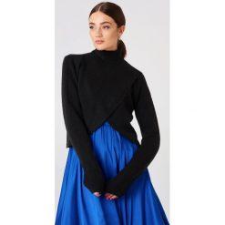 Golfy damskie: NA-KD Krótki sweter z dzianiny - Black