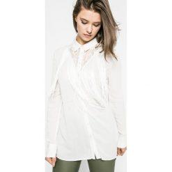 Guess Jeans - Koszula. Szare koszule jeansowe damskie marki Guess Jeans, l, z aplikacjami, eleganckie, z klasycznym kołnierzykiem, z długim rękawem. W wyprzedaży za 179,90 zł.
