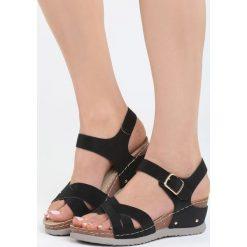 Czarne Sandały Connection. Czarne sandały damskie marki Born2be, z materiału, na koturnie. Za 49,99 zł.