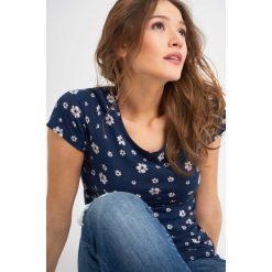 Odzież damska: T-shirt z kwiatowym wzorem
