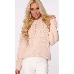 Golfy damskie: Sweter z golfem i pomponami pudrowy róż MISC217