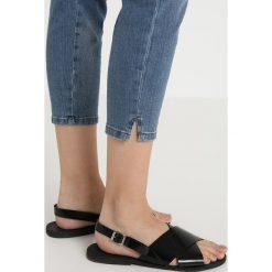 Mos Mosh FLAMINGO 7/8 SPLIT Jeans Skinny Fit light blue denim. Niebieskie boyfriendy damskie Mos Mosh, z bawełny. Za 599,00 zł.