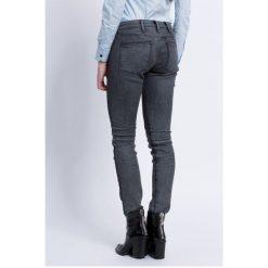 G-Star Raw - Jeansy. Szare jeansy damskie rurki marki G-Star RAW, z obniżonym stanem. W wyprzedaży za 329,90 zł.